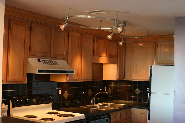 Home depot kitchen track lighting handy home design for Home depot kitchen designs