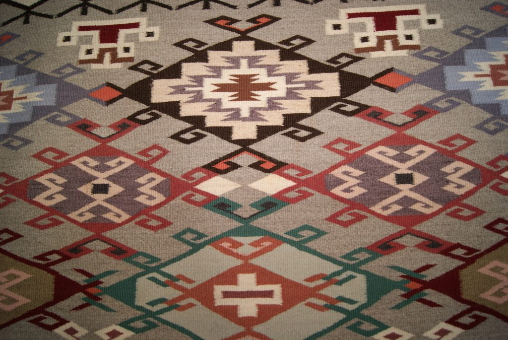 How to choose contemporary area rugs los angeles handy for Home decorators rugs sale